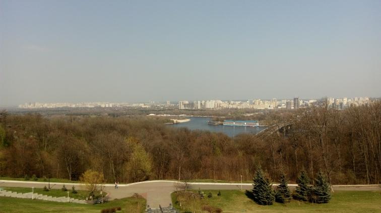 Blokowiska Kijowa po drugiej stronie Dniepru