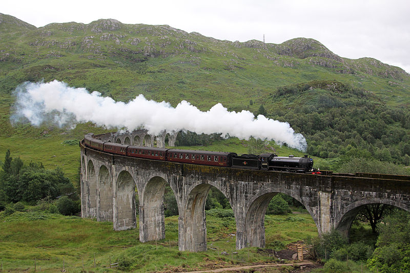 800px-A_Scottish_Adventure-_The_Jacobite_over_Glenfinnan_Viaduct