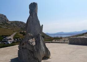 pomnik na cześć Parettiego